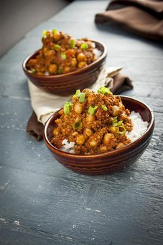 Vegan Spanish chorizo with chickpeas - used only 1 c. of broth. Used half a beefsteak tomato instead of canned and added a cup of salsa Vegan Lunch Recipes, Vegan Lunches, Veg Recipes, Cooking Recipes, Chickpea Recipes, Vegan Meals, Cooking Ideas, Bean Stew, Vegan Comfort Food