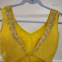 Saree Blouse Neck Designs, Saree Blouse Patterns, Designer Blouse Patterns, Fancy Blouse Designs, Yellow Saree, Stylish Blouse Design, Sarees, Elegant Saree, Pink Eyes
