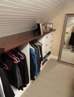 Dachschrägen gestalten: Kleiderschrank