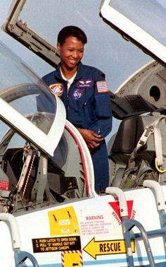 """Physician, astronaut and engineer Dr. Mae Jemison says everybody needs to be """"science literate"""" to think their way through the day, and be a contributing member of society. African American Artist, African American History, Women In History, Black History, Nasa Space Pictures, Star Goddess, Women Lifting, Space Photography, Nasa Astronauts"""