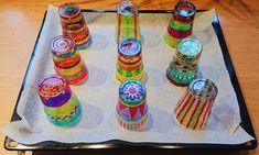 Mobiel van gesmolten plastic bekertjes   plasticbekers   knutselen   decoratie   knutseltip   homedeco   De Knutseljuf Ede Summer Crafts, Diy Crafts For Kids, Projects For Kids, Fun Crafts, Craft Projects, Arts And Crafts, Plastic Cup Crafts, Plastic Cups, Shrink Plastic
