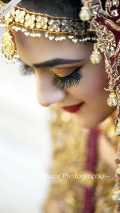 ✨Pinterest:Kubra Yousuf✨ Bridal Photography, Photography Poses, Bridal Hair And Makeup, Hair Makeup, Girls Dpz, Eye Make Up, Bridal Looks, Bridal Collection, Wedding Inspiration