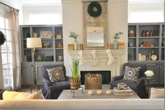 Contrasting color of built-ins to fireplace