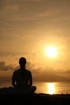 """""""A Paz interior começa no momento em que optamos por não permitir que outras pessoas ou eventos controlem nossas emoções"""""""