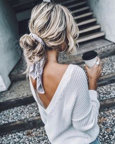 it - Flechtfrisuren - braided Hair - Haare - Frisur Ideen Good Hair Day, Lazy Day Hair, Pretty Hairstyles, Bandana Hairstyles For Long Hair, Headband Hairstyles, Messy Ponytail Hairstyles, Messy Braids, Updo Hairstyle, Curly Medium Hairstyles
