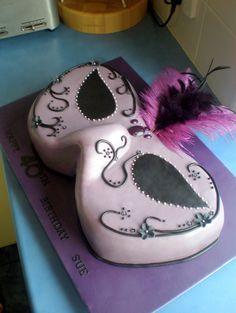 Awesome cake! I wanna practice with fondant sometime..