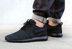 Nike Roshe Run Flyknit Triple Black (1)