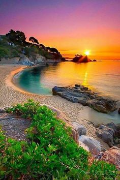 Beautiful sunset from Girona, Spain. Please go to Girona for me (anyone who's going to study or live in Spain) Places To Travel, Places To See, Travel Destinations, Europe Places, Travel Deals, Places Around The World, Around The Worlds, Landscape Photography, Nature Photography