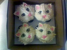 Kittens in a box I love these fluffy white kitty cupcakes, created by Katja of Katja's Kupcakes . It feels like they're looking right at me. Tap the link for an awesome selection cat and kitten products for your feline companion! Cupcakes Design, Animal Cupcakes, Cupcake Cookies, Cat Cookies, Cupcake Art, Cakepops, Buttercream Cupcakes, Pretty Cupcakes, Yummy Cupcakes
