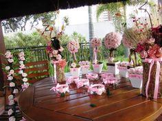 *lindo kit marrom & rosa, kit composto por 18 itens + flores & folhagens verdes* valor R$ 375,90 corresponde a:  7 velas flutuantes com margaridinhas e mini rosas em eva; mede7x7   Duo de arranjo de flores secas e desidratadas juntamente como mini rosas em e.v.a. em um tronco seco do serrado! Lindo e original; cada arranho 7 x45 cm.alt.  3 vasinhos com 6 rosas em e.v.a.em cada vaso branco em MDF  2 topiaras G com 32 rosas em e.v.a. cada topiara, vaso branco MDF ,mede 12x40 cm.Alt.  2…