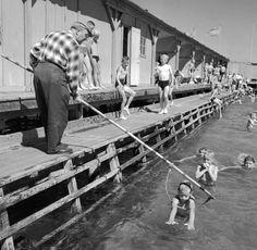 Leuk om te zien hoe kinderen toen zwemles kregen