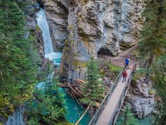 Johnston Canyon is one of the most popular walking trails in Banff National Park. The iron catwalks and graded trail make it an easy and crazy scenic hike. Banff National Park Canada, Banff Canada, National Parks, Canada Canada, Canada Trip, Jasper National Park, Vacation Places, Places To Travel, Places To See