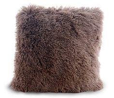 Hnedá chlpatá obliečka na vankúš Winter Hats