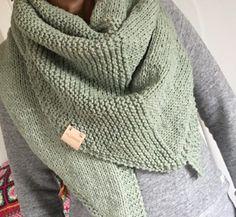 Best Ideas For Crochet Ganchillo Ponchos Crochet Wool, Crochet Poncho, Knitted Shawls, Crochet Scarves, Diy Crochet, Crochet Clothes, Vintage Crochet, Free Knitting, Knitting Patterns