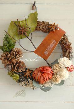 秋の森を歩いていると、出会えるような、そんな花材の詰め合わせリース。木の皮で作られたかぼちゃ。ハロウィンにもオススメです。松かさ、ソーラーローズ、ソフトモス、...|ハンドメイド、手作り、手仕事品の通販・販売・購入ならCreema。