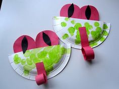 """Easy Paper Plate Tree Frogs - add level of complexity for my kiddos by having them write """"froggy facts"""" on back of the plate"""