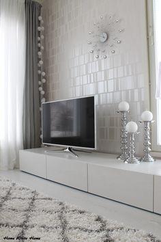 Home White Home: marraskuuta 2014 Samsung Smart Tv, Pretty Room, Home Cinemas, Home Entertainment, White Houses, Home Automation, Beauty Room, Smart Home, Scandinavian Style
