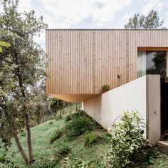 Wood architecture - House LLP in Barcelona designed by Spanish architecture practice Alventosa Morell Arquitectes. Architecture Durable, Architecture Résidentielle, Sustainable Architecture, Amazing Architecture, Spanish House Design, Design Cour, Wooden Facade, Courtyard Design, Timber Cladding