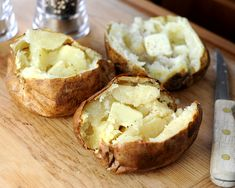 Sloooow-Baked Potatoes, one hour in the oven is not enough! How long to bake baked potatoes for soft, nutty flesh and crisp, crackly skins. Potatoes In Oven, Baked Potato Oven, Baked Potato Recipes, Vegetable Recipes, Baked Potatoes, Fall Recipes, Soup Recipes, Ww Recipes, Vegetarian Recipes