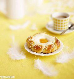 Pääsiäispulla maistuvat rahka, sitruuna ja aprikoosi. Katso ohje ja leivo kaunis rahkapulla!