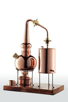 € 168 (EUR) Working Miniature Wiskey Still, 0.5 L. CopperGarden®. Fully functional eye-catcher or produce small amounts of Whisky. You can also distill wine (into brandy) or beer (into whisky) and store it with oak chips available in different flavors. #steampunk