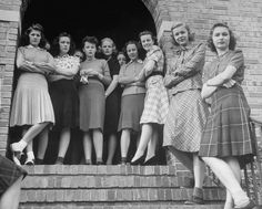 1939 --- Lawrence-college-girls - Kansas --- Alfred Source by College Girls, College Girl Fashion, Teen Fashion, Fashion Tips, Womens Fashion, Fashion Glamour, Fashion Trends, College Outfits, College Life