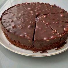 """En Güzel Kahvalti Tarifleri on Instagram: """"@zeynolu_tatlar @zeynolu_tatlar Yas pasta tadında harika bir kek.1 dilim isteyen??👌🏻Erisim engeline karsı tarifime begeni yorum yaparsanız…"""" Tiramisu, Deserts, Pie, Pudding, Ethnic Recipes, Food, Instagram, Brownie, Torte"""