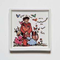 Prato quadrado com o tema São Francisco! #handmade #porcelana #porcelanadecorada #porcelanapersonalizada #decoração #decor #pintadoamão #feitoamão #brasil #brazil #lembrançadoBrasil #homedecor #porcelain #sãofrancisco #protetordosanimais