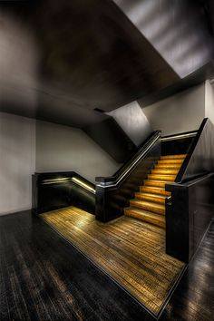 free tutorial on hand-held #HDR processing from the tate modern staircase! http://hdrprocessing.com/2013/03/06/handheld-hdr-processing-tutorial-of-the-tate-modern/