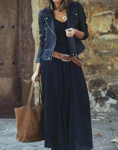 Look com vestido, black maxi skirt outfit, maxi skirt winter, navy dress, m Mode Outfits, Casual Outfits, Fashion Outfits, Womens Fashion, Casual Hair, Jackets Fashion, Formal Outfits, Women's Casual, Fall Outfits