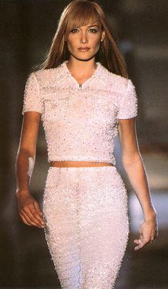 Gianni Versace Haute Couture - ATELIER VERSACE - Fall Winter 1995 1996 - Paris Fashion Week - Ritz Hotel, July 1995. carla bruni