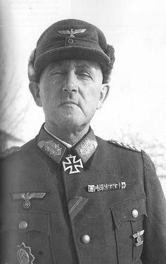 """1943, Russie, Stalingrad, Portrait du """"Generalmajor"""" Otto Korfes POW, Divisionskommandeur der 295. Infanterie-Division, réalisé après sa capture"""