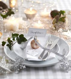 ChristmasDecorated.com    Christmas Table Setting - White, Silver, Gold