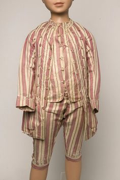 Boy's suit, England, c 1760. Silk & cotton blend. Victoria & Albert Museum