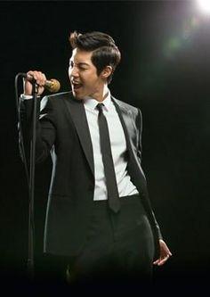 El lanzamiento del 3er mini álbum de Kim Hyun Joong [Tonight], será para el 5 de Junio!