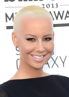 Amber Rose Buzzcut - Amber Rose rocked her signature platinum buzzcut at the 2013 Billboard Music Awards. Rose Blonde, Short Blonde, Amber Rose Style, Amber Rose Hair, Demi Moore, Hot Hair Styles, Natural Hair Styles, Really Short Haircuts, Buzz Haircut