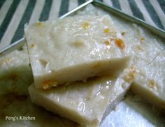 Which one you prefer, the dark one or the plain one? Finally found a radish cake recipe which I like! Steamed Rice Cake, Rice Cakes, Chinese Radish Cake Recipe, Roti Canai Recipe, Cake Recipes, Dessert Recipes, Desserts, Flour Recipes, Turnip Cake
