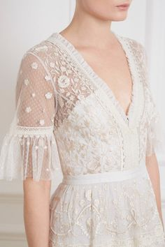 Midsummer Lace Gown in Ivory from Needle Thread Needle Thread Pretty Dresses, Beautiful Dresses, Luxury Dress, Look Fashion, Fashion Wear, Winter Fashion, Girl Fashion, Dream Dress, Designer Dresses