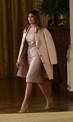 Melania Trump style: See what (and who) the first lady has been wearing - Melania Trump style: See what (and who) the first lady has been wearing – Foto 12 - Milania Trump Style, Us First Lady, Malania Trump, Look Office, Office Style, First Lady Melania Trump, Classy Women, Coats For Women, Dress To Impress