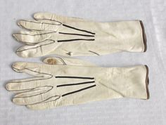 20's 30's Vintage White Kidskin Leather Gloves with Black Decorative Stitching XS