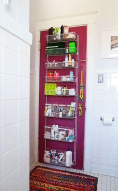 Is the medicine cabinet on of your trouble areas too? If you're trying to minimalize, try these 15 ideas to create a clutter-free medicine cabinet.