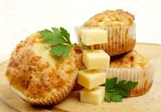Egyszerű sajtos muffin Recept képpel - Mindmegette.hu - Receptek Fondant, Homemade Muffins, Kinds Of Cheese, Cheese Muffins, Broccoli And Cheese, Soups And Stews, Food Inspiration, Delish, Oven