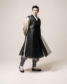 디테일은 없애고 색감으로만 ... #남자한복 Mens Traditional Wear, Korean Traditional Dress, Traditional Dresses, Korean Dress, Korean Outfits, Modern Hanbok, Culture Clothing, Japan Fashion, Women's Fashion