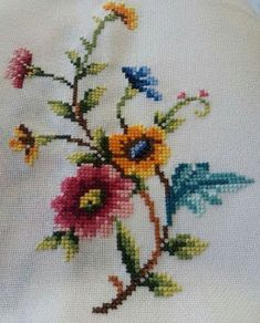This Pin was discovered by Özl Cross Stitch Heart, Cross Stitch Borders, Cross Stitch Flowers, Cross Stitch Designs, Cross Stitching, Cross Stitch Embroidery, Hand Embroidery, Cross Stitch Patterns, Embroidery Designs