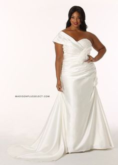 Plus size wedding dress. REAL SIZE BRIDE exclusive for @Denise H. H. H. H. H. grant Plus
