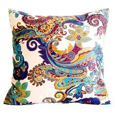 Almofada Arabescos Colorida em Tecido - 45x45 cm | Carro de Mola - Decorar faz bem.