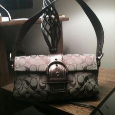 Authentic Small Coach Handbag for cheap Stylish Handbags, Fashion Handbags, Fashion Bags, Coach Handbags, Purses And Handbags, Coach Bags, Sport Fashion, Womens Fashion, Online Fashion Stores