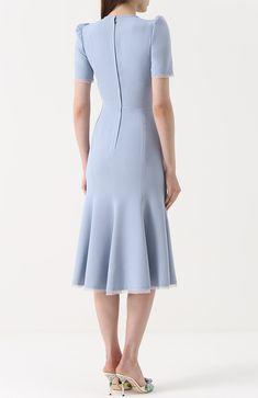 Шелковое приталенное платье | Фото №4 Blue Dresses, Short Dresses, Dresses For Work, Fashion Wear, Fashion Dresses, Womens Fashion, Vestidos Fashion, Lace Dress, White Dress