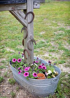 A Horseshoes Post - House of Joyful Noise (A Cute Way To Use Horseshoes):