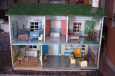 Vintage 1950's Marx Metal Dollhouse with Some Furniture | eBay This was my dollhouse exactly!!